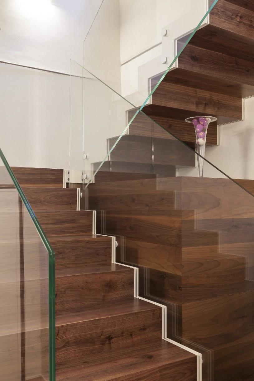 Scale e parapetti in vetro ideali per l utilizzo moderno e classico - Parapetti in vetro per scale ...